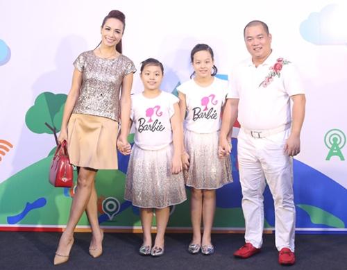 Cả gia đình Minh Khang - Thúy Hạnh cùng đi sự kiện