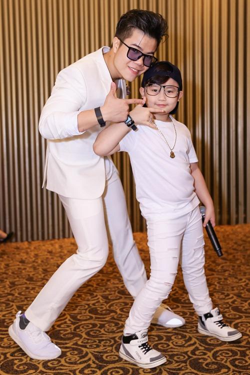 Đinh Mạnh Ninh và bé Chu Tuấn Ngọc.